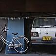 ①自転車と自動車